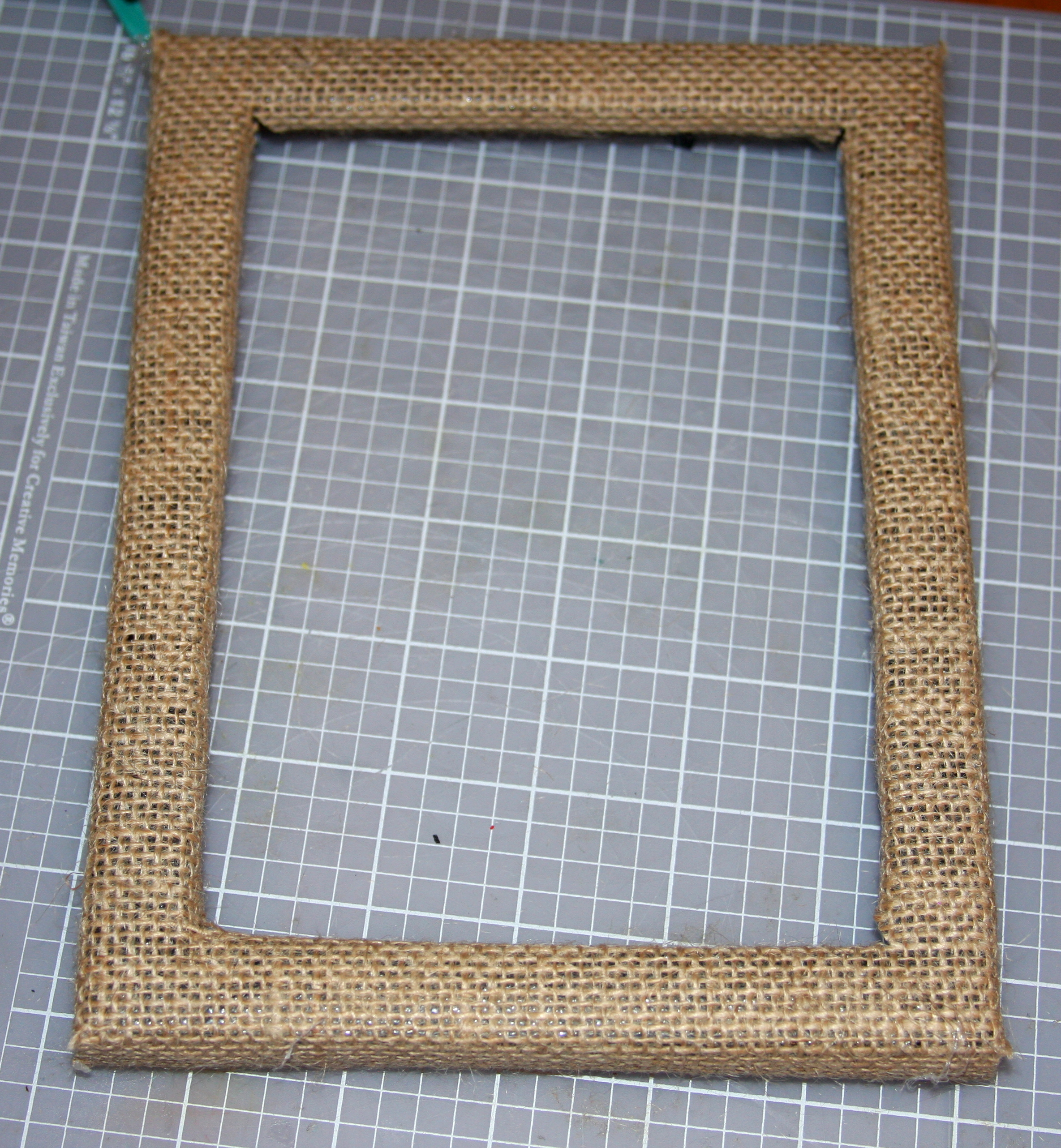 DIY Burlap Frame | Picture Perfect Mom